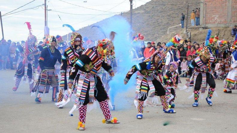 Los grupos Tinkus y Zapateo Juvenil del Sur arribaron desde Comodoro Rivadavia para formar parte de la veneración a la virgen.