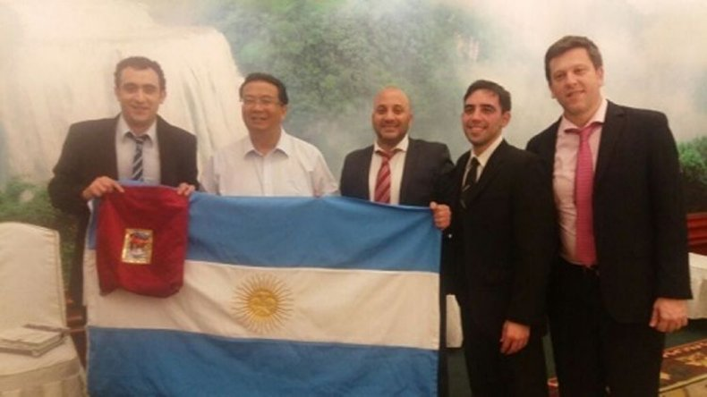 El intendente José María Carambia (izquierda) se reunió con autoridades de China