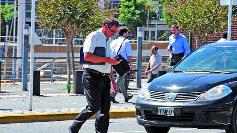 Alertan sobre la imprudencia de los peatones argentinos.