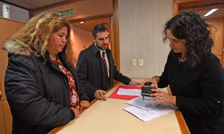Denunciaron a Buzzi y Garitano por sobreprecios en la compra de colchones