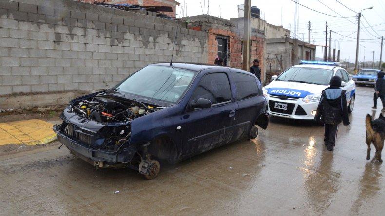 Robaron un auto en el centro y lo desmantelaron en el Abel Amaya