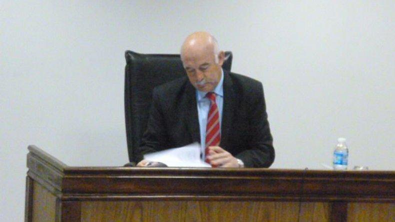 El juez Daniel Pérez resolverá el viernes si hace lugar al juicio abreviado que presentó por un menor que tiene cuatro causas por robo con arma.
