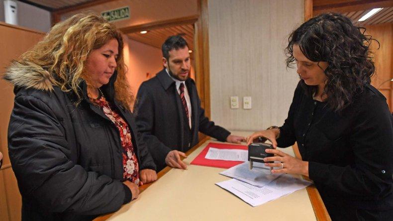 La ministro Huichaqueo ya había denunciado a Rosa González. Ayer incluyó en la denuncia a Buzzi y Garitano.