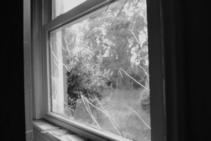 Intentó ingresar a la casa de su ex mujer por una ventana