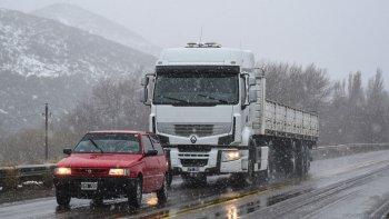 Las rutas chubutenses se mantienen habilitadas bajo la recomendación de transitar con extrema precaución debido a las tormentas de lluvia y nieve que se registran en los últimos días.