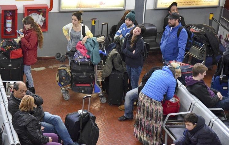 Por las condiciones climáticas  se cancelaron cinco vuelos y  otros cuatro sufrieron demoras