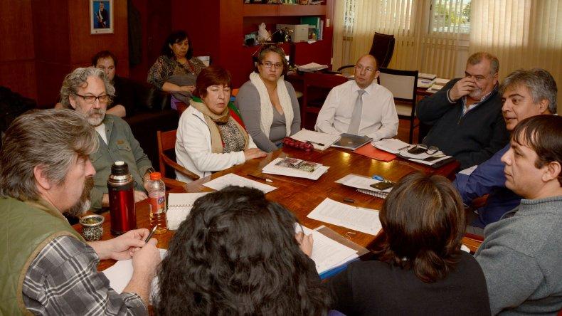 Menchi recibió a auxiliares de la educación nucleados en ATE