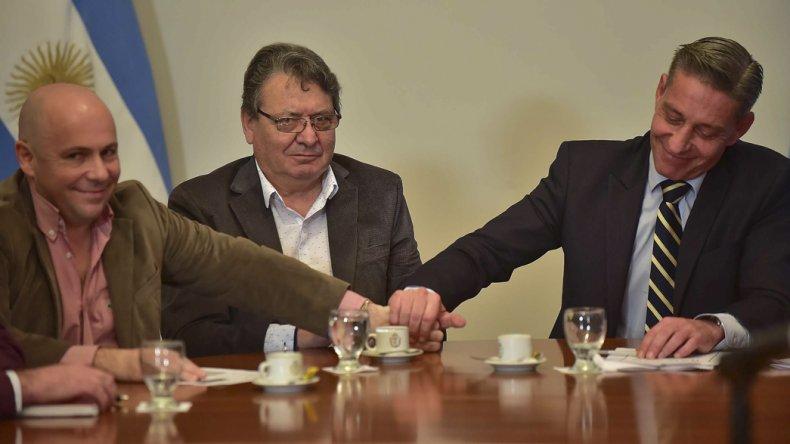 Arcioni y el intendente de Madryn se congratulan por la licitación