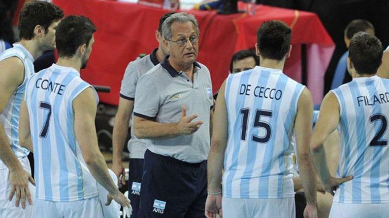 Julio Velasco seguirá siendo el entrenador de vóley para Tokio 2020