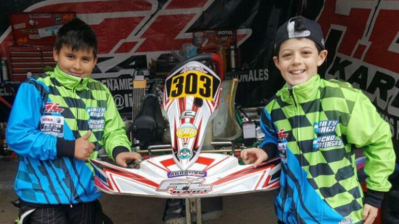 Santiago Biagi junto a Ignacio Montenegro en los boxes del kartódromo de Buenos Aires.
