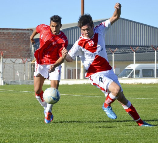 Huracán y Sarmiento van esta tarde por su primera victoria en el torneo Final.