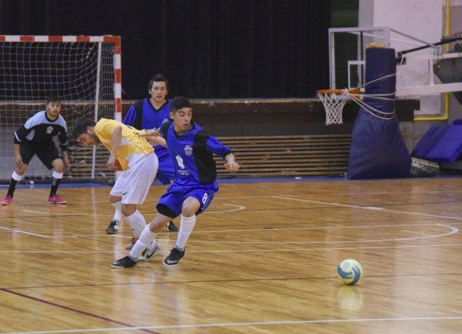 El fútbol de salón mayor continuará hoy con la primera fecha y arrancará la segunda del torneo Clausura.