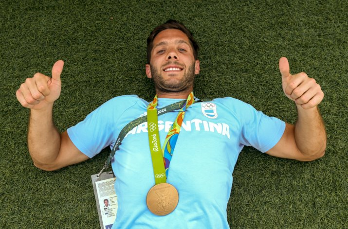 Toda la felicidad de Agustín Mazzilli con la medalla de oro en el cuello.