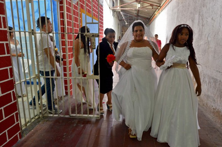 Boda colectiva en una cárcel de Colombia: dieron el sí 17 presos