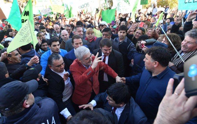 Así recibieron al gobernador los militantes y vecinos