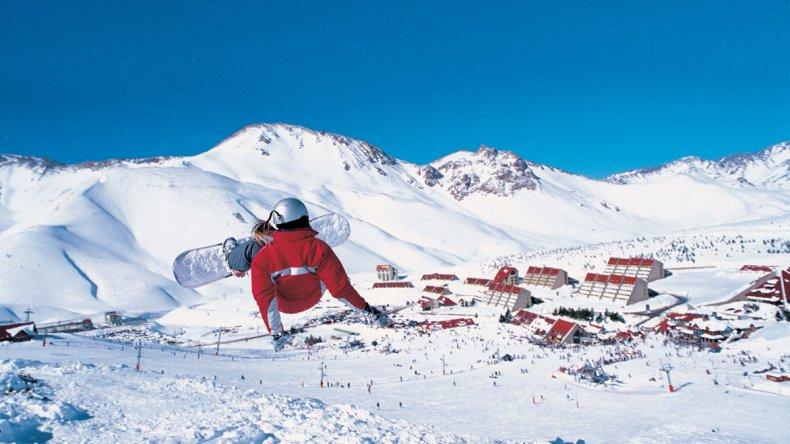 Con buena cantidad de nieve los centros de invierno siguen funcionando durante este mes y con precios más accesibles.