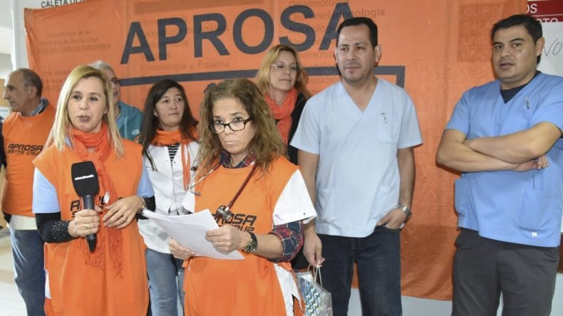 La médica Andrea Pérez –izquierda- encabezará la delegación de dirigentes de APROSA que hoy será recibida por autoridades provinciales.