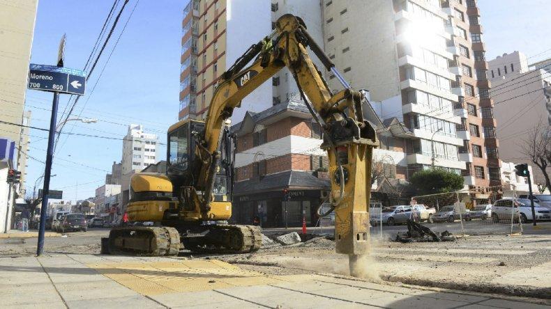 El deteriorado estado de muchas calles en diferentes sectores de Comodoro Rivadavia demanda la realización de un plan integral de bacheo.