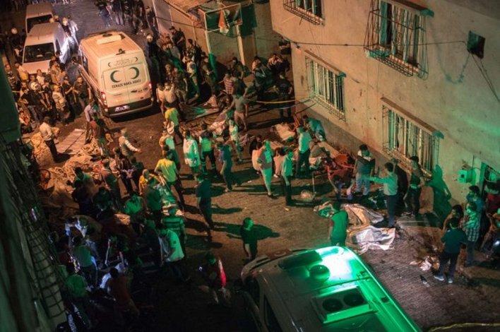 Un atentado en una fiesta de casamiento dejó al menos 50 muertos en Turquía