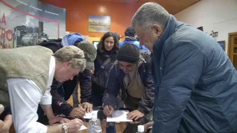 Vecinos de Esquel y Trevelin reclamaron respuestas por la falta de funcionamiento de La Trochita.
