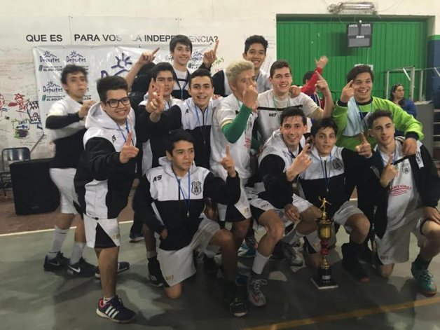 Los chicos de Nueva Generación que se quedaron con el título en el Provincial de Cadetes que se disputó en El Bolsón.