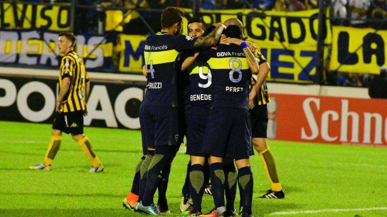 Boca festeja el gol de Darío Benedetto anoche en Formosa.