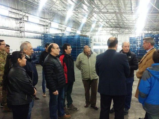 Arcioni visitó una planta embotelladora de agua en Río Mayo