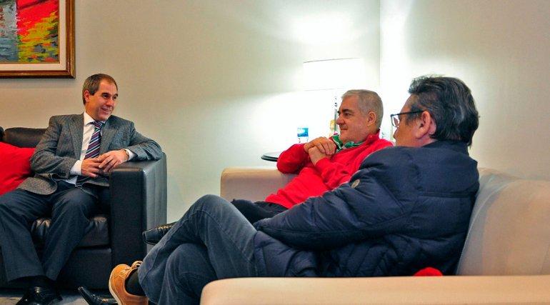 La reunión donde Das Neves les confirmó su continuidad a los ministros Oca y Cisterna.