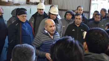 José Llugdar en su visita a uno de los campamentos petroleros.