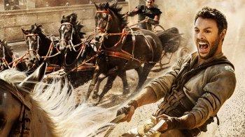 Jack Huston interpreta a Judah Ben-Hur un joven noble de Jerusalén que es traicionado y tras años de esclavitud escapa en busca de venganza.