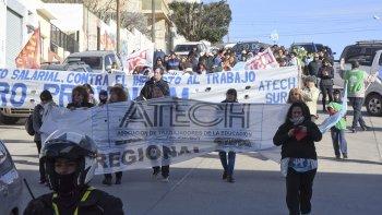 Los gremios docentes vuelven a parar en reclamo de la apertura de paritarias y mejoras en la educación.