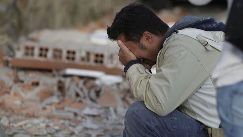 Ascienden a 159 los muertos por el terremoto