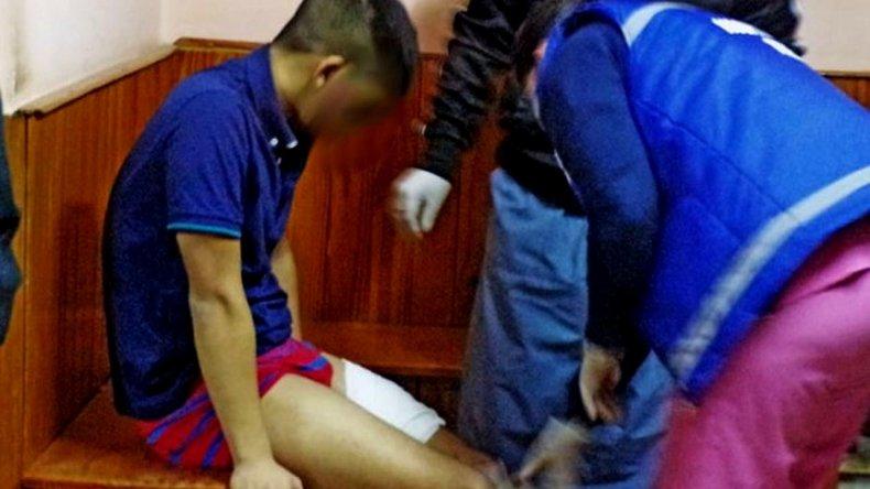 Un menor de 15 años apareció apuñalado en la guardia de una comisaría