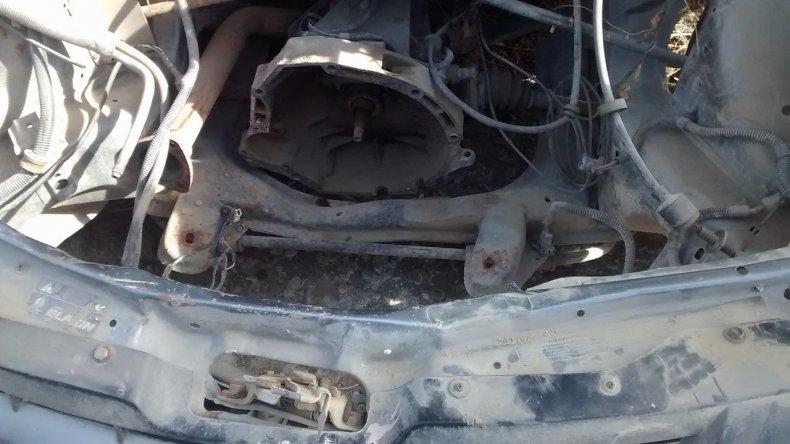 Fue a retirar su vehículo del corralón y se lo devolvieron sin el motor