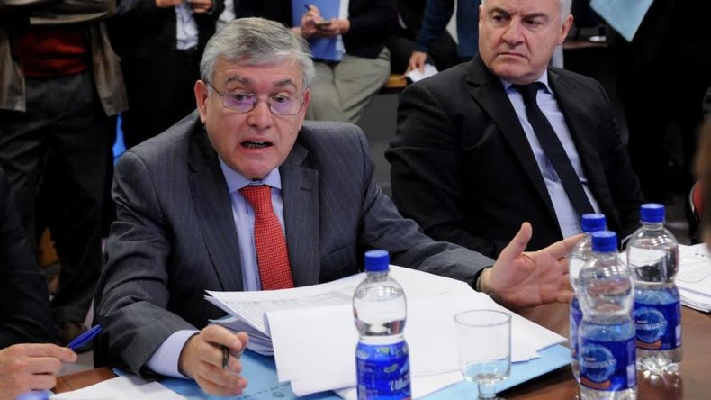 Pais argumentó su rechazo al DNU: no hay una sola obra para Chubut