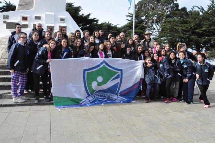 La delegación salió de la plaza San Martín rumbo a Trelew.