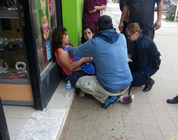 La víctima esperó sentada en la vereda a la ambulancia por más de 50 minutos