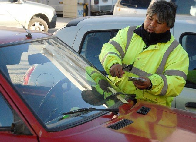 En lo que va del año hubo un aumento considerable de multas por estacionar sin tarjetas horarias en lugares que así lo establecen.