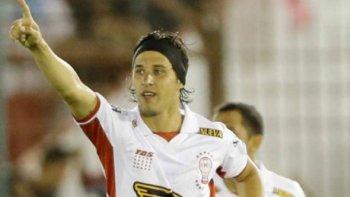 Patricio Toranzo, mediocampista de Huracán que esta noche iniciará un nuevo campeonato del fútbol argentino.