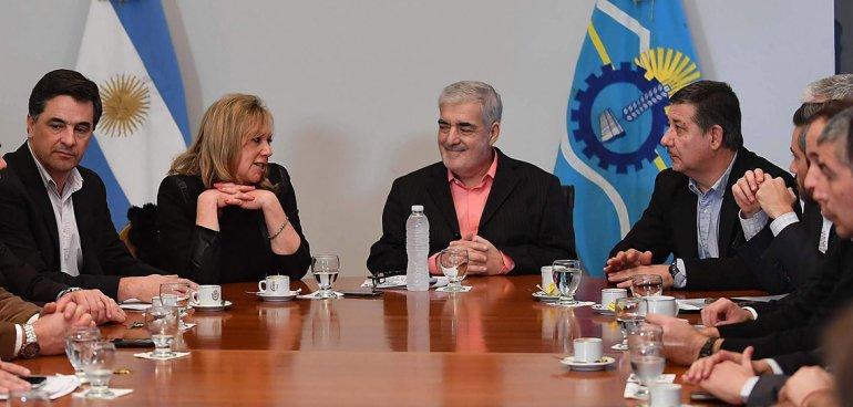 El gobernador Mario Das Neves afirmó que Nación sí tiene obras definidas para Chubut y rechazó que un puente lleve su nombre.