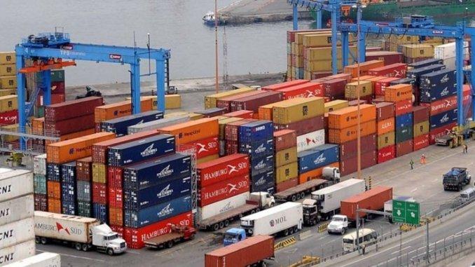 Marcha atrás: el Gobierno empezó a poner freno a las importaciones