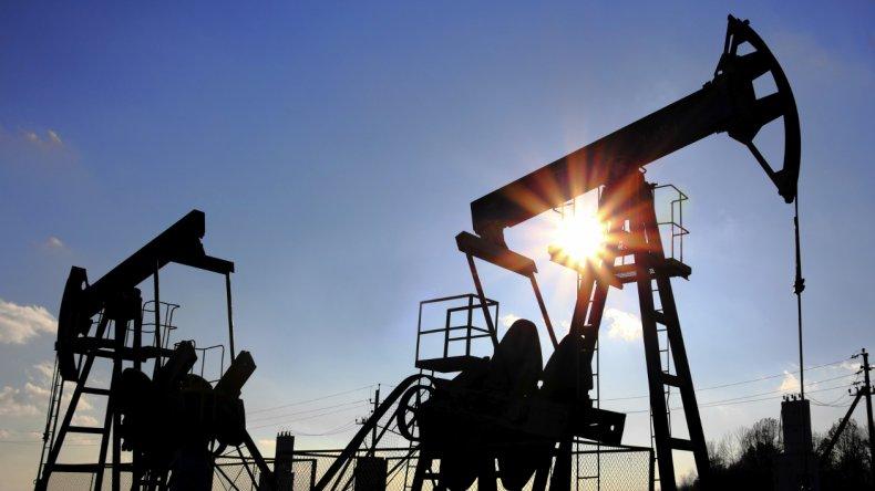 OPEP llegó a un acuerdo para limitar producción y el petróleo se disparó 5,3%