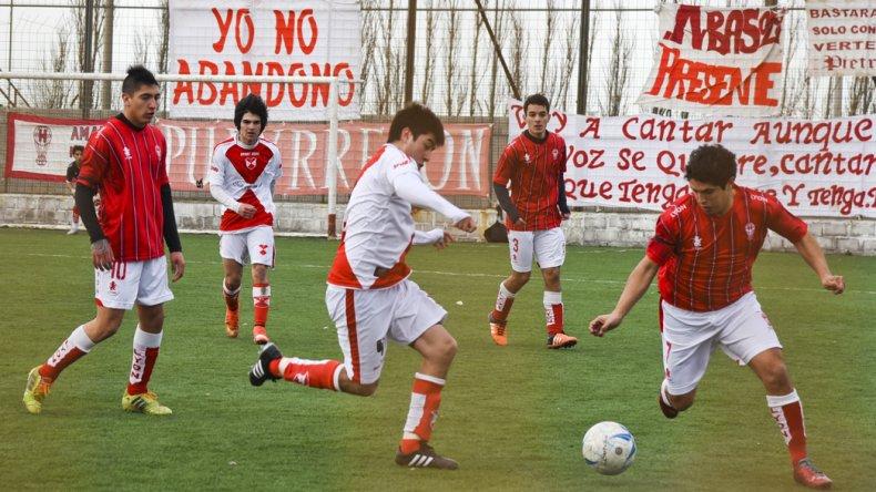 Huracán viene de golear 4-0 al Deportivo Sarmiento.