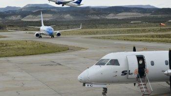 El origen del conflicto se dio cuando la contratista nacional que opera el servicio de emergencias en los aeropuertos subcontrató a una firma de Salta.