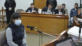 Florencia Narváez dijo ante los jueces que ella solo le quitó el cajón de cervezas al adolescente Jorge Muñoz, para que no le peguen más.