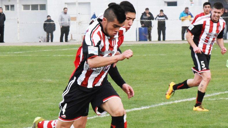 José Acuña se mantiene entre los once del arranque en Ameghino.