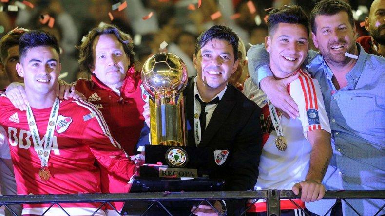 Marcelo Gallardo con la Recopa Sudamericana