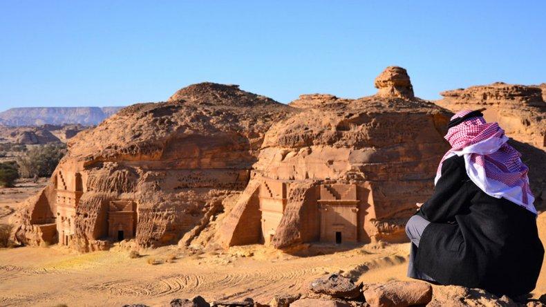 Madain Saleh es el segundo testimonio más importante dejado por la civilización nabatea cuyo apogeo se sitúa entre los años 100 antes de Cristo y 150 después de Cristo.