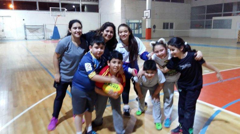El desarrollo integral de los chicos es la premisa con la cual Fernanda enseña los lineamientos del rugby en la CAI.
