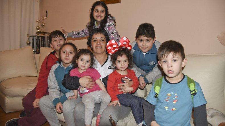 Fernanda y parte de sus dirigidos en el hogar de la entrenadora.